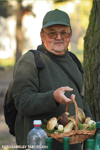 Deda bobr , náš Jesenický strážca prírody potešený krásnymi