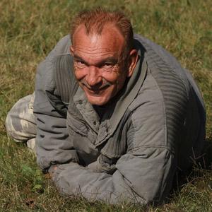 Oliver Gardon - komu že je lepšie. Prehriaty čistý vzduch, usmiata tvár ...